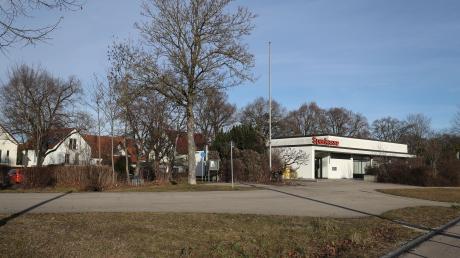 Anstelle von Bankgeschäften, werden hier künftig soziale Bedürfnisse gedeckt: Die Sozialstation Hochzoll/Friedberg siedelt sich auf diesem Areal an der Stadtgrenze an und sorgt für ein solides Stadtteilzentrum Friedberg-West.