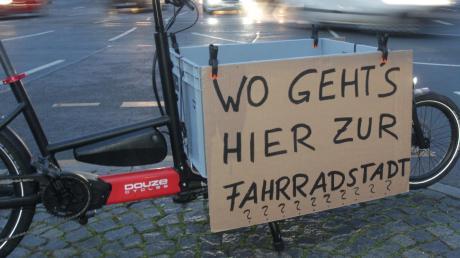 Wo geht's hier zur Fahrradstadt? Eine berechtigte Frage in Anbetracht der Tatsache, dass sich die Fahrradnutzung in Augsburg nicht so entwickelt, wie die Stadt sich das wünscht.