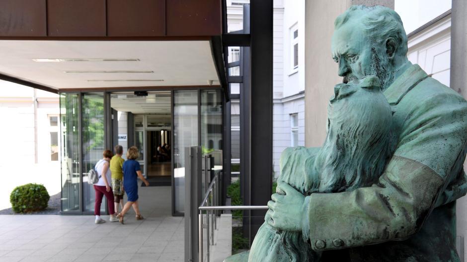 Die Hessing-Klinik in Augsburg erlebt gerade eine turbulente Zeit.