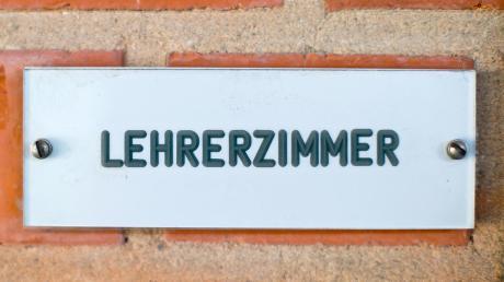 Kultusminister Piazolo hat mit seinem Maßnahmen-Paket gegen Lehrermangel an bayerischen Schulen Ärger unter Lehrkräften ausgelöst.