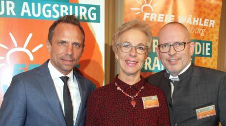 Umweltminister Thorsten Glauber mit Regina Stuber-Schneider und Peter Hummel (rechts) beim Neujahrsempfang der Freien Wähler.