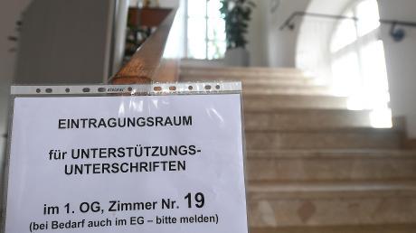 Wie hier im Burgauer Rathaus müssen sich Bürger, die gewisse Parteien unterstützen wollen, persönlich eintragen.