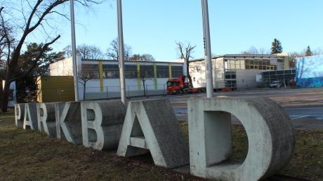 Mit dem neuen Parkhaus, das derzeit am Neuburger Parkbad entsteht, ist die Alternative für Deutschland nicht glücklich. Damit Badbesucher weiterhin mit dem Auto anfahren können, will Christina Wilhelm eine Bezahlschranke.