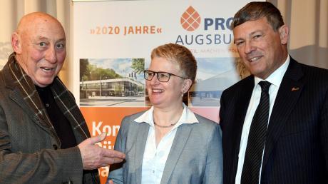 Silvano Tuiach war der Gast des Neujahrsempfangs von Pro Augsburg, hier mit OB-Kandidatin Claudia Eberle und Vorsitzendem Rolf Ricker.