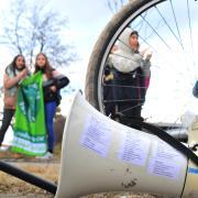 Jugendliche der Fridays-for-Future-Bewegung beim Protest in Augsburg: Die Gruppe gehört zu den Unterstützern eines Bürgerbegehrens für Augsburg als Fahrradstadt.