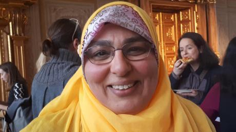 """Heba Salman, Absolventin der """"Mother Schools"""", bei der Ehrung im Goldenen Saal in Augsburg."""