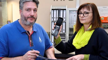 Der TVA hat seit einem halben Jahr keinen vernünftigen Telefon- und Internetanschluss mehr und ärgert sich über die Telekom: (von links) Christian Butz, Leiter Organisation, Doris Panacek, Geschäftsführerin.