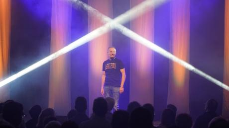 Ins Fadenkreuz der Comedy nahm Michl Müller bei seinem genialen Auftritt im Günzburger Forum am Hofgarten die Ereignisse des Jahres 2019. Das Publikum war mehr als begeistert.