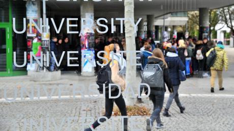 Heute hat die Uni Augsburg rund  20.000 Studierende.