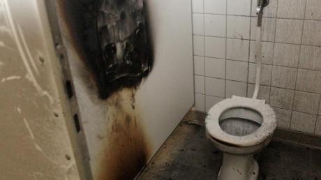 Ein Schüler hat in einer Toilette der Schillerschule gezündelt.