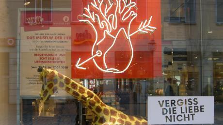 """Die Schau """"Vergiss die Liebe Nicht"""" ist in Augsburg zu sehen."""