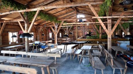 So sah die Doppelbock-Alm, ein Holzbau mit 450 Plätzen, von innen aus. Nach dem Aus will die Stadt generell kein drittes Festzelt mehr auf dem Plärrer.