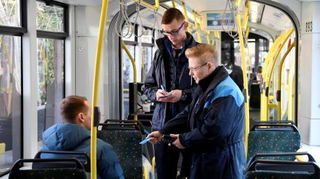 Fahrscheinkontrollen sind für die Mitarbeiter der Stadtwerke kein leichter Job.
