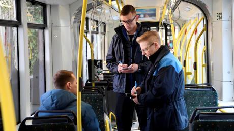 Fahrscheinkontrolleure werden immer häufiger Opfer von rabiaten Fahrgästen.