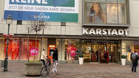 Das Karstadt-Haus ist in der Bürgermeister-Fischer-Straße.