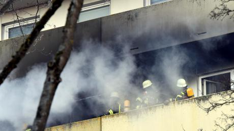 Das Feuer brach auf einem Balkon des Hauses aus.