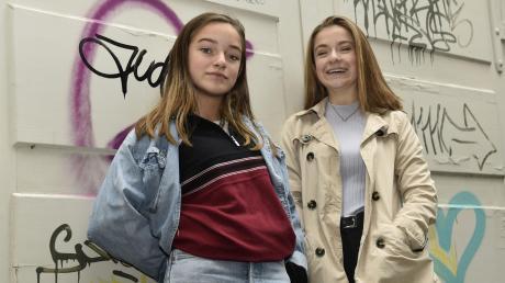 Zwei Gesangstalente aus Augsburg: Die 14-jährige Josy (links) und ihre zwei Jahre ältere Schwester Mimi sind trotz des Erfolges natürlich geblieben.