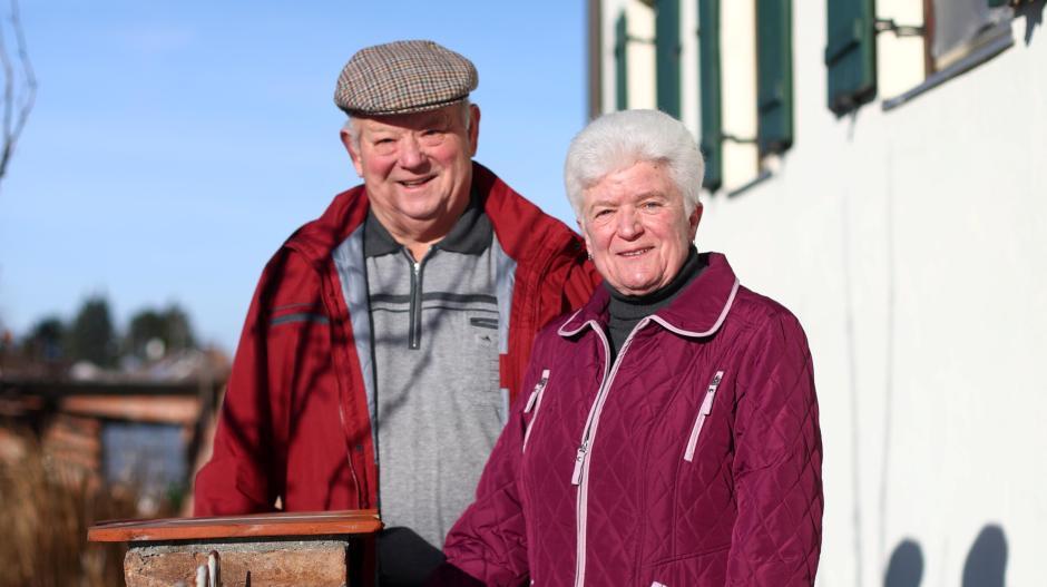 Rita und Johann Völk sind mit ihrem Heimatdorf Kellmünz verbunden. So geht es vielen Senioren, die ihr ganzes Leben in den Dörfern, wo sie geboren wurden, verbracht haben.