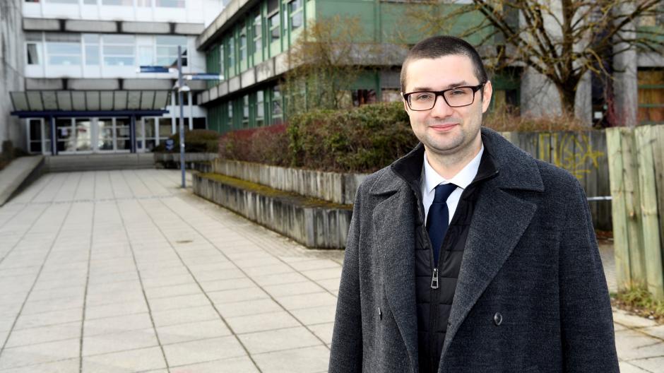An der Fach- und Berufsoberschule hat Andreas Jurca das Abitur gemacht. Mit der Schule verbindet er positive Erinnerungen – und das Wissen, wie marode manche Schulgebäude sind.