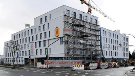 An der Eichleitnerstraße, Ecke Peter-Dörfler-Straße in Göggingen entstehen ein Super-8-Hotel (vorderer Gebäudekomplex) sowie ein Boardinghaus Arthotel Ana. Eröffnung soll im Juli dieses Jahres sein.