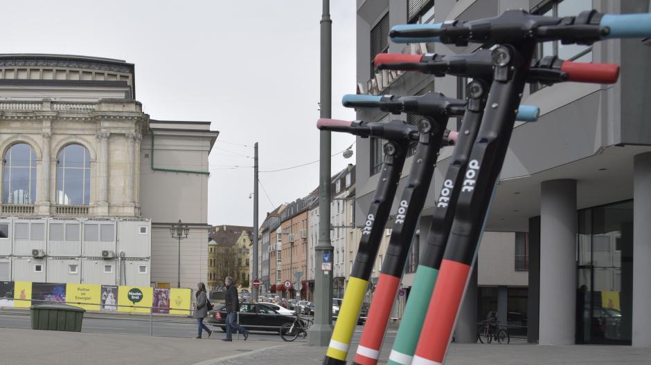 Neben Voi und Tier hat nun auch Dott E-Scooter in Augsburg.  Wie die Firma vorgeht.