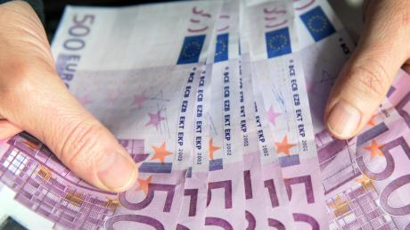 Für den Wahlkampf geben die Parteien in Augsburg unterschiedlich viel Geld aus.