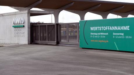 Der neue Wertstoffhof in Haunstetten: Unter diesem Schutzdach können Bürger künftig ihre Wertstoffe abgeben.
