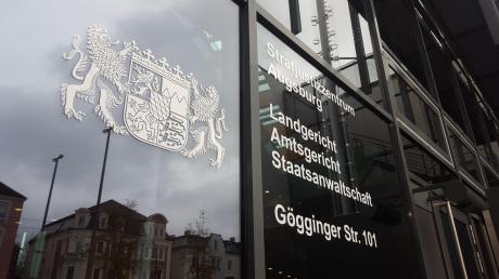 Vier junge Männer mussten sich unter anderem wegen einer Schlägerei in Königsbrunn am Augsburger Amtsgericht verantworten.