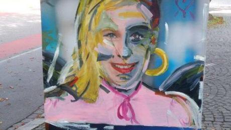 Auf diesem Poster hat ein Künstler vor einigen Jahren den Augsburger CSU-Politiker Volker Ullrich humorvoll in eine Blondine verwandelt.