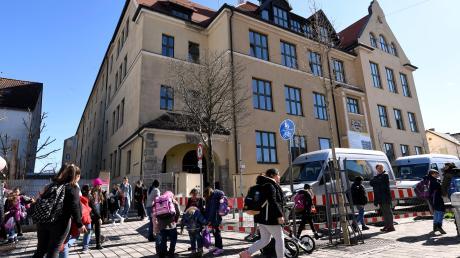 Bis mindestens 19. April gibt es in den Augsburger Schulen und Kindertagesstätten nur eine Notbetreuung.