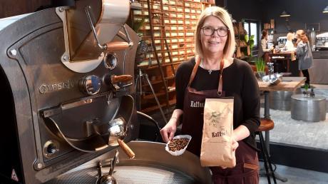Karin Liebler hat in der Steinernen Furt 60 eine Kaffeemanufaktur eröffnet. Geröstet werden brasilianische Kaffeebohnen.