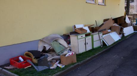 Muss man sich an Bilder wie dies aus der Provinostraße gewöhnen? Die Abholung von Sperrmüll wird derzeit stark eingeschränkt.