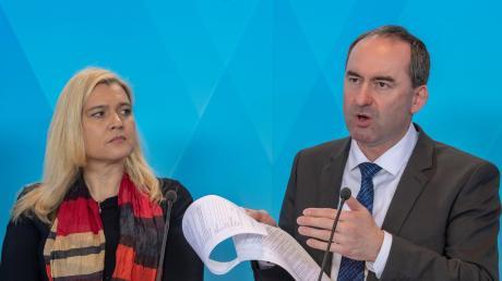 Wirtschaftsminister Hubert Aiwanger legt sich in Zeiten der Coronakrise mächtig ins Zeug.