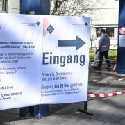 ImUniversitätsklinikum Augsburg werden Corona-Patienten behandelt.Eine 75 Jahre alte Frau ist dort nun verstorben. Sie soll unter einer Vorerkrankung gelitten haben.