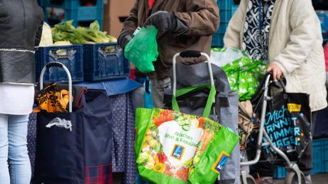 Gerade Menschen, die auf Lebensmitteltafeln angewiesen sind, trifft die Coronakrise besonders hart.