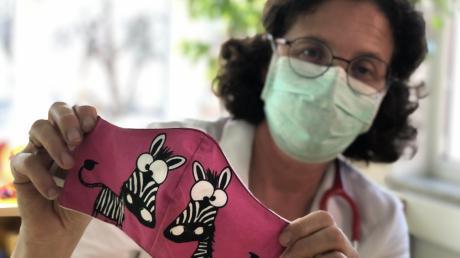 Die AUgsburger Kinder- und Jugendärztin Anke Steuerer rät, Kinder während der Corona-Krise nur mit selbst genähter Maske nach draußen zum Spielen zu schicken.