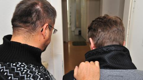 Pater Simon kümmert sich um Menschen, die sonst niemanden haben. Die Religion seiner Klienten ist ihm dabei völlig egal.