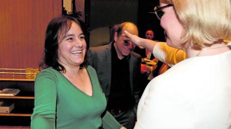 Bahnt sich im Rathaus eine Koalition aus CSU und Grünen an? Das Foto mit der neuen Oberbürgermeisterin Eva Weber (CSU, r.) und der Grünen-Kandidatin Martina Wild könnte das Sinnbild dafür sein. Es entstand am 15. März.
