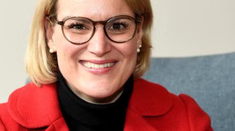 Eva Weber (CSU) ist die erste Frau an der Spitze – mit dem zweitbesten Ergebnis bei einer OB-Wahl in der Nachkriegszeit.