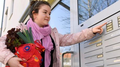 Teresa Wachter würde gerne in Haunstetten für Senioren einkaufen gehen. Bislang hat die Abiturientin jedoch noch keinen Auftrag.
