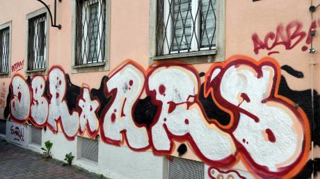 Der Pfarrhof von St. Moritz wurde in den vergangenen Wochen mit einem großen Graffito beschmiert.