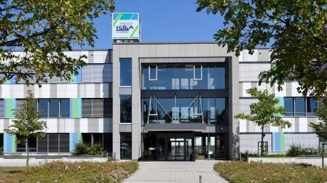 Die Zukunft der privaten Hermann-Schmid-Akademie entscheidet sich in den nächsten Tagen. Die Stadt Augsburg erwägt einen Kauf des Gebäudes.