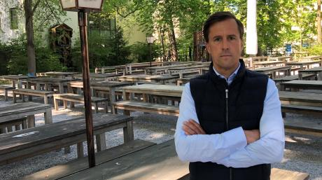 Sebastian Priller macht sich Sorgen um die Zukunft der Brauerei Riegele. Das Unternehmen braucht ein Darlehen, um über die Runden zu kommen.