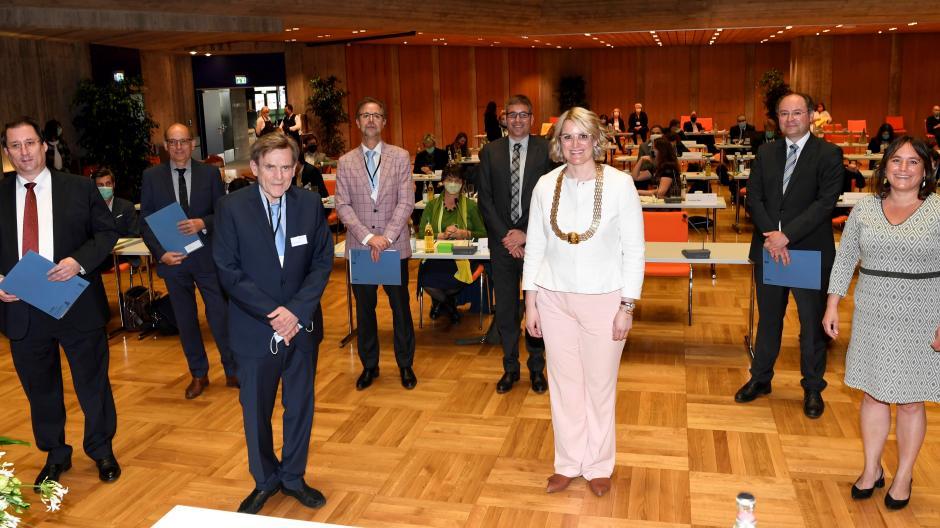 Augsburgs Oberbürgermeisterin Eva Weber (CSU) und ein Teil ihres neuen Referententeams bei der konstituierenden Sitzung im Mai 2020.