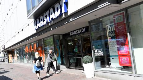 Das Galeria Karstadt Kaufhof sitzt in der Bürgermeister-Fischer-Straße in Augsburg. Der Konzern will nun nahezu die Hälfte aller Filialen schließen.