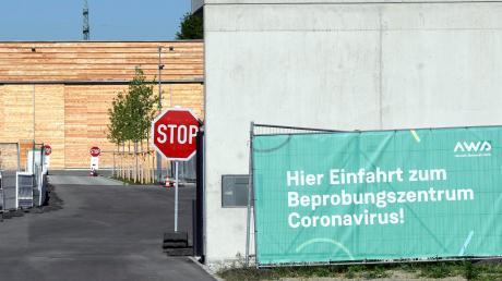 So sah es am Dienstagvormittag am Wertstoffhof im Unteren Talweg in Haunstetten aus: Noch ist hier das Testzentrum für Personen, die womöglich mit dem Coronavirus infiziert sind.