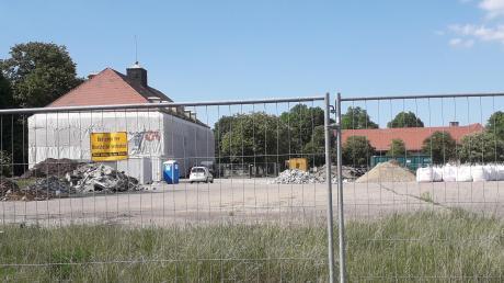 """Auf dem Reese-Areal (links im Bild der ehemalige """"Kantine""""-Klub) laufen die Vorbereitungen zum Abriss."""