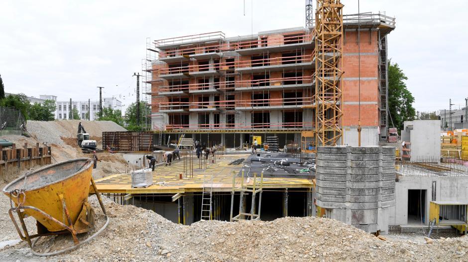 In der Augsburger Werderstraße entstehen aktuell rund 90 Wohnungen – und es gibt trotz der Corona-Krise keine Probleme beim Verkauf, sagt der Bauherr.