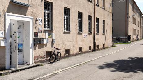 In diesen Gebäuden an der Sommestraße war bislang der Kulturpark West untergebracht. Insgesamt gibt es drei dieser ehemaligen Kasernengebäude, alle sollen abgerissen werden.