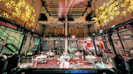Der Blick vom DJ-Pult im Augsburger Kesselhaus fällt derzeit nicht auf eine tanzende Menge, sondern auf ein Pop-up-Restaurant.